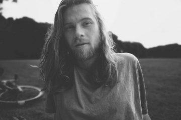PopRat bringt saarländischen Singer-Songwriter Storky Bones auf die Bühne des AkustikOpen-Festivals